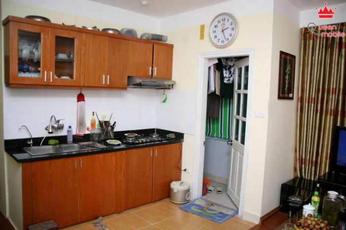 Phía trên kệ bếp thường chứa nhiều bụi bẩn