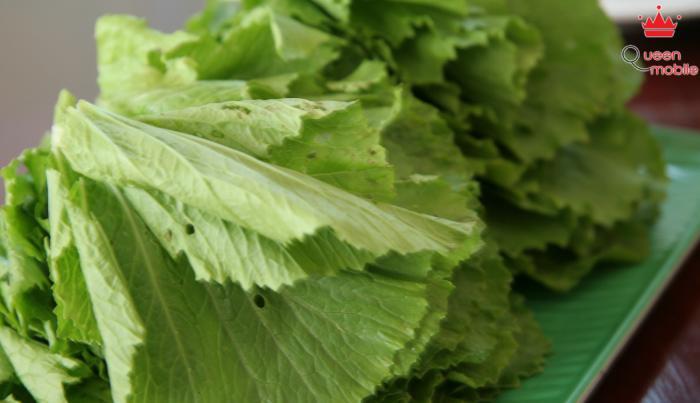 Chọn rau xanh an toàn có vài lá sâu ăn ít bị nhiễm thuốc trừ sâu