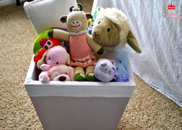 Phơi đồ chơi ở chỗ có nắng sau khi giặt sạch.