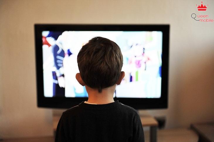 Xem tivi nhiều có thực sự gây cận thị không?