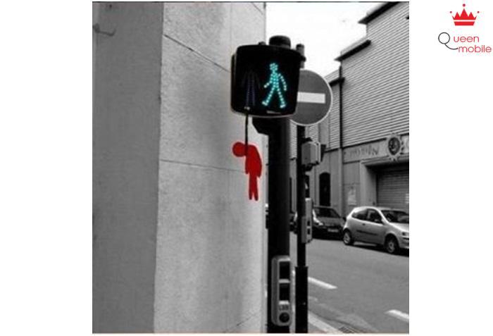 Điểm giao thông duy nhất mà bạn không phải dừng đèn đỏ vì đèn đỏ đã bị…treo cổ