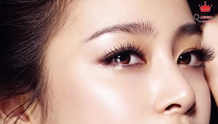 Làm cong lông mi giúp bạn có được đôi mắt đẹp