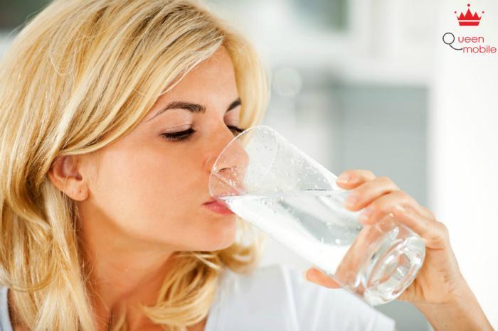 Mỗi ngày nên uống 2 lít nước rất tốt cho da