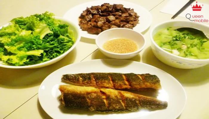 Ăn kèm rau sống và cơm trắng rất ngon