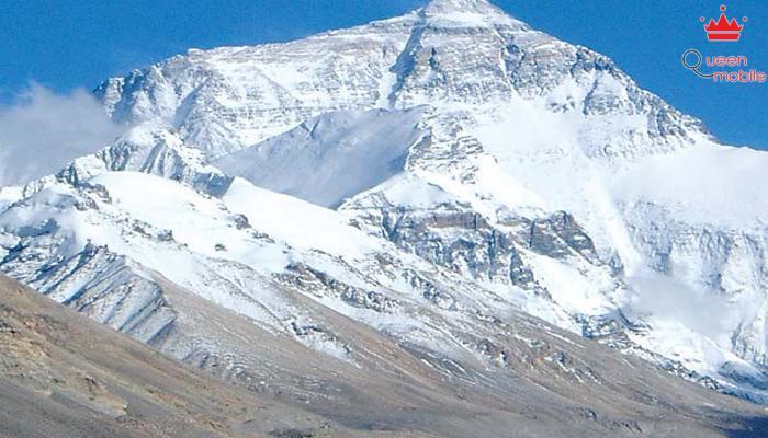 Everest cũng trở thành đường biên giới ấn tượng