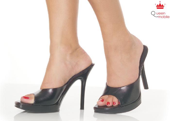 Khi đi giày cao gót bạn nên chạm đất bằng gót chân trước