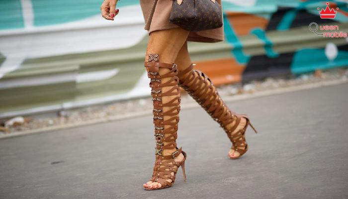 Tập đứng một chân giúp giữ thăng bằng khi đi giày cao gót
