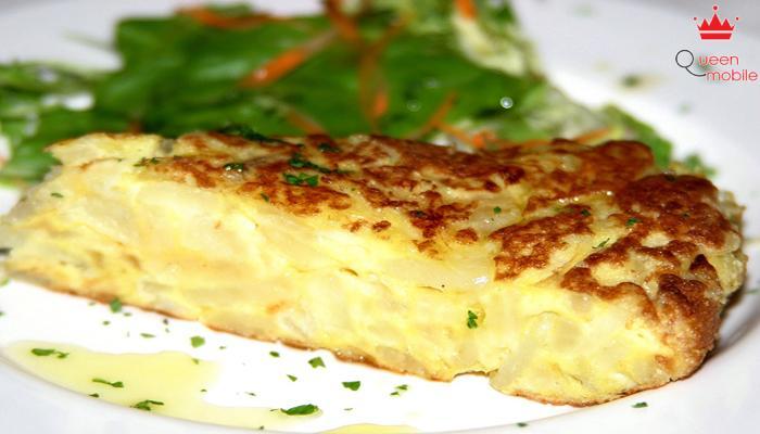 Trứng Tây Ban Nha có vị béo của trứng, dẻo của khoai tây và chút nồng của hành