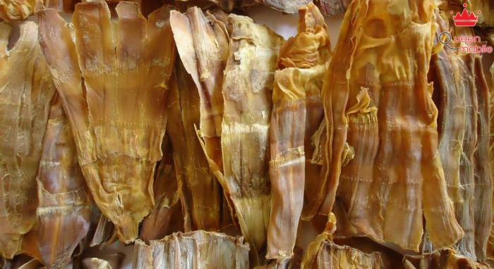 Măng khô tốt có màu vàng nâu nhạt, bề rộng dày và nhiều đốt