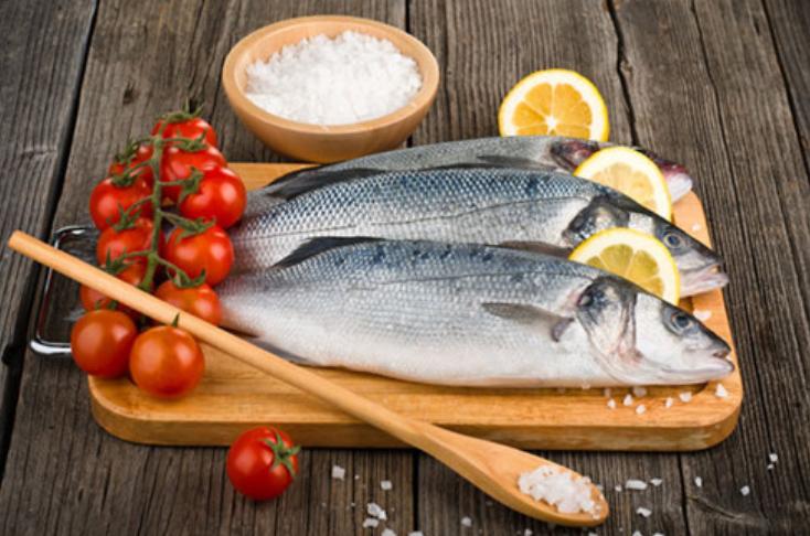 khử mùi tanh cho cá bằng muối
