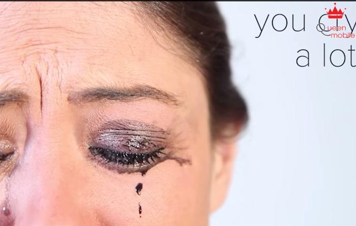 Khi bạn khóc, bạn trông như ma vậy
