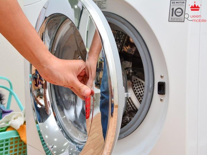 Cửa lồng giặt dễ thao tác khi mở ra