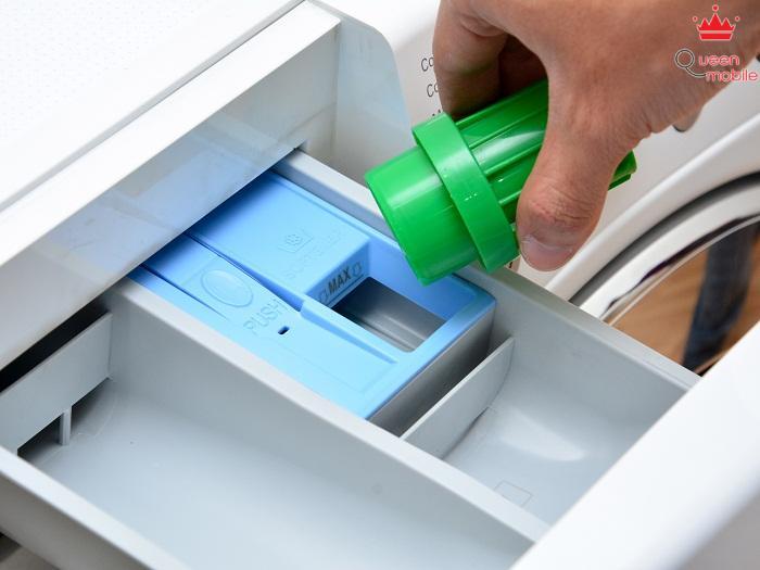 Và bạn cũng sẽ có một ngăn nhỏ để chứa các nước làm mềm vải cho quần áo