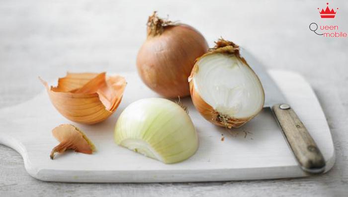 Hành tây giúp cải thiện tình hình viêm khớp và giảm các cơn đau do viêm.