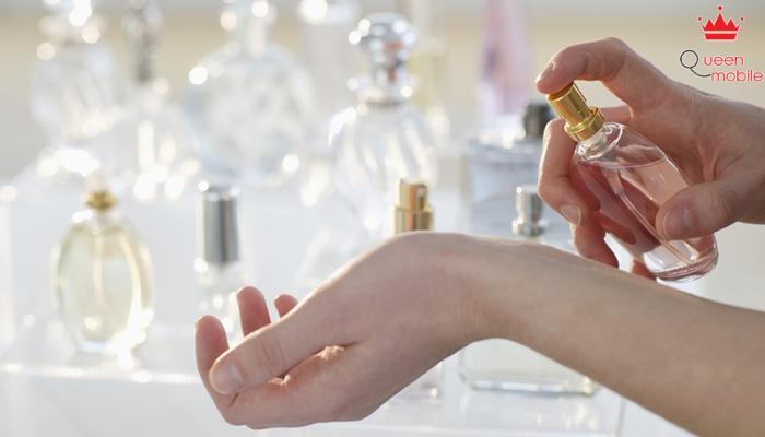 Xịt nước hoa với cự ly quá gần không tốt cho da