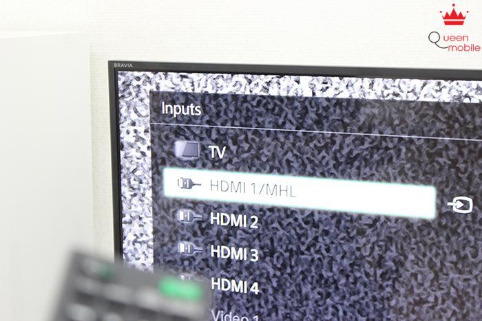 Bấm chọn tín hiệu đầu vào là MHL