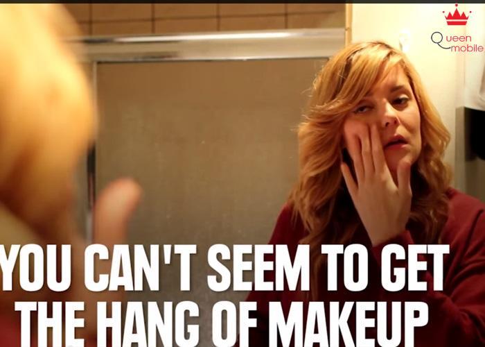 Bạn biết cách trang điểm không? Khi makeup bạn thường làm mọi thứ bằng tay và khi làm xong phấn cứ bay tứ tung