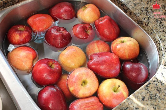 Rửa trái cây với nước pha giấm trắng